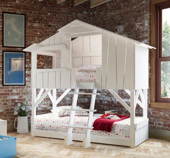 Двухъярусная кровать с двумя спальными местами в виде домика