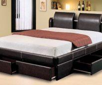 Кровать с ящиками для хранения в спальне