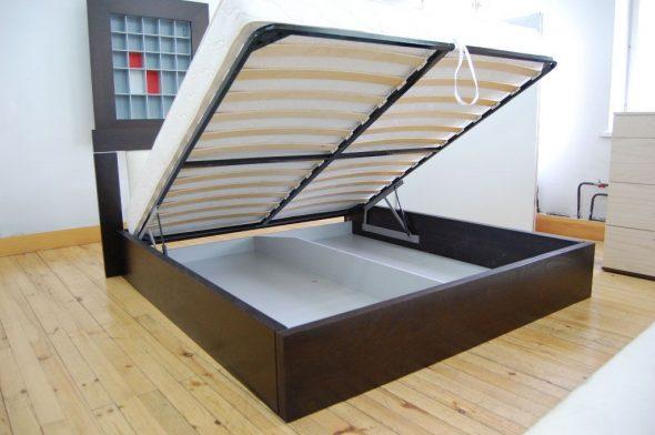 Кровать с подъемным механизмом для спальни