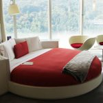 Круглые кровати в интерьере спальни