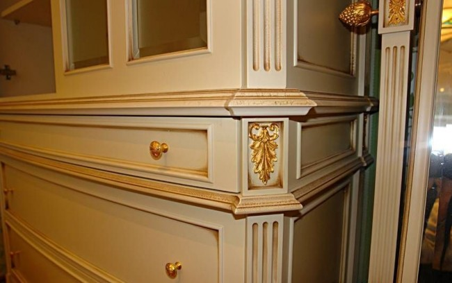 Как сделать на мебели золотую патину