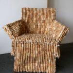 Сделанный стул из пробок
