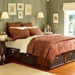 Семейная деревянная кровать с ящиками для хранения в спальне