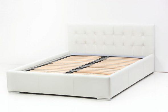 В большинстве кроватей толщина ламелей равняется 8 см и расчитана до 120 кг веса на одно