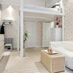 Белая кровать чердак в интерьере гостиной