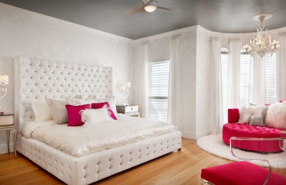 Белоснежная мягкая кровать для девочки