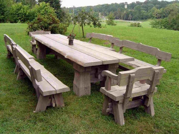 большой стол для семейного отдыха
