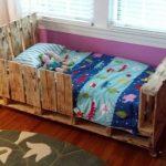 Бюджетный деревянный детский манеж из поддонов