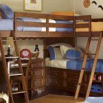 Деревянная детская двухярусная кровать из массива