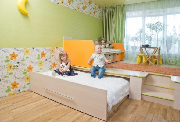 Детская кровать-подиум с местом для игр