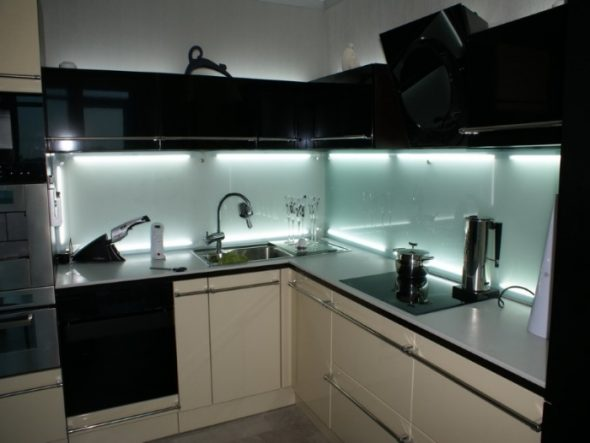 Дизайн кухни с подсветкой