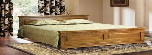 Двухспальная деревянная кровать