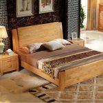 Двухспальная кровать из массива дуба