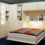 Двухспальная кровать, встроенная в шкаф