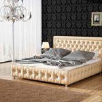 Элегантная кровать с мягким изголовьем в бежевых тонах