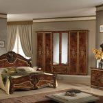 Итальянская спальня из массива дуба