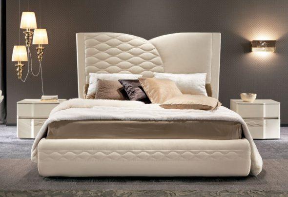 Изысканная двухспальная мягкая кровать