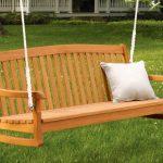 Качеля-скамейка из дерева для дачи