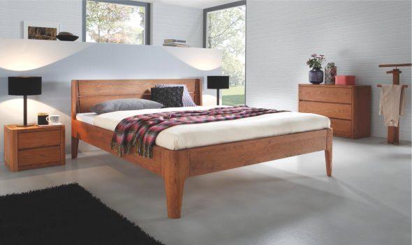 Классическая кровать из дуба