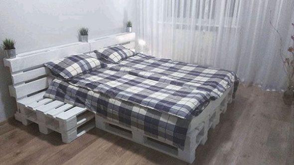 Удобный и практичный вариант кровати из поддонов
