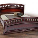 Кровать из дуба с резными быльцами