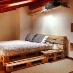 Кровать из поддонов для мансардного этажа
