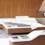 кровать необычной формы с деревянной отделкой