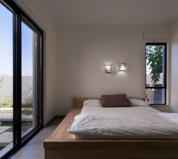 Кровать-подиум для загородного дома