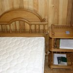 Кровать с этажеркой из дуба