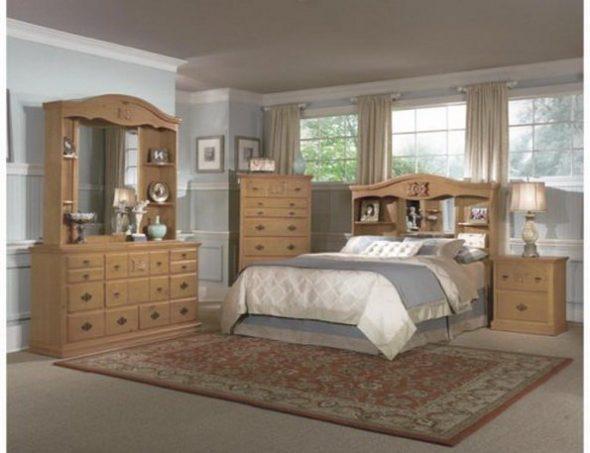Кровать с необычной спинкой с встроенными полочками