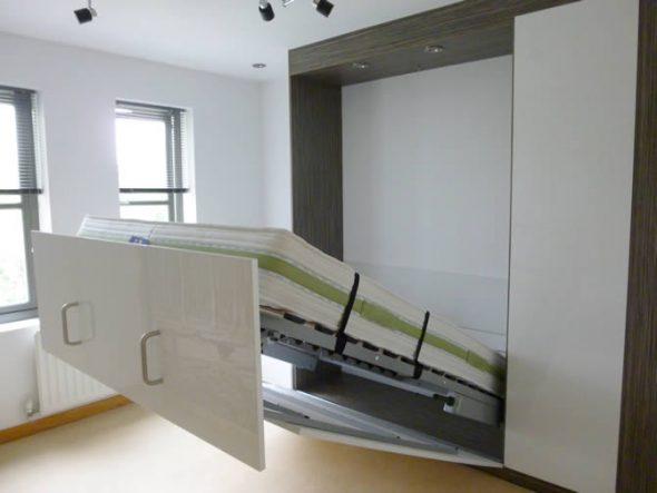 Кровать, встроенная в шкаф-купе