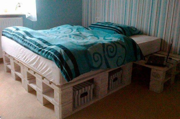 Кровать в бирюзовых тонах