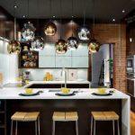 Кухня в стиле лофт с необычными светильниками