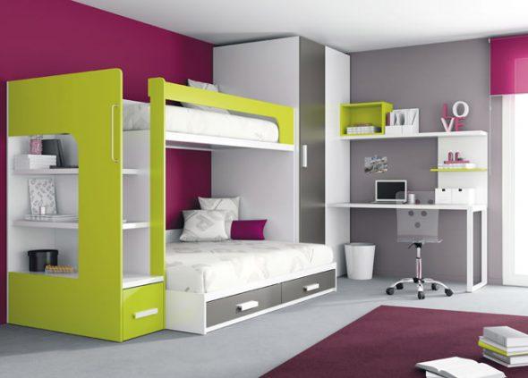 Маленькая детская с встроенным шкафом и ящиками в кровати
