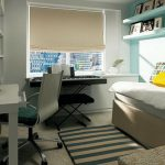 Маленькая и уютная спальня с зоной для работы и отдыха