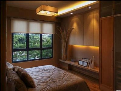 Маленькая спальня в светлых тонах