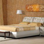 Мягкая кровать с абстракцией