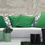 Насыщенный травяной зеленый в бежевом интерьере