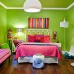 Насыщенный зеленый с котрастными элементами в комнате девочки