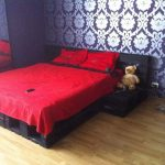 Необычная кровать из поддонов