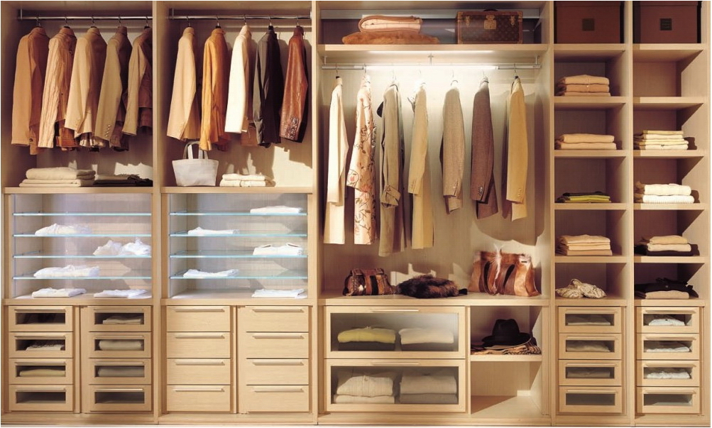 Дизайн встроенных шкафов внутри
