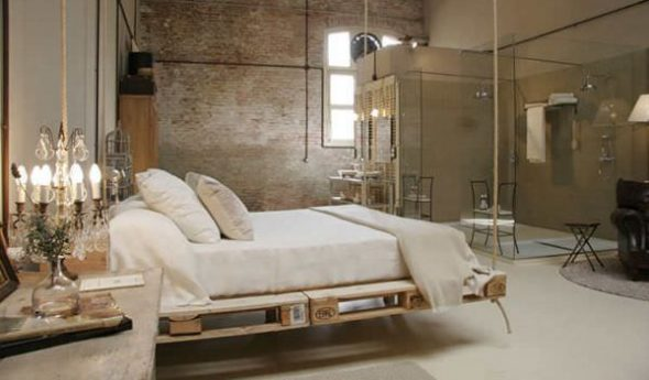Подвесная кровать из поддонов