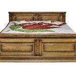 Прекрасная деревянная кровать
