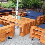 Садовая мебель из поддонов с мягкими креслами своими руками