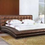 Шикарная кровать-подиум с мягким изголовьем из кожи