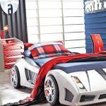 Скоростная машина-кровать в интерьере
