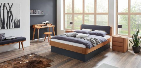 Современная кровать из массива