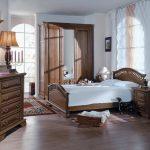 Спальный гарнитур из массива для романтичной спальни