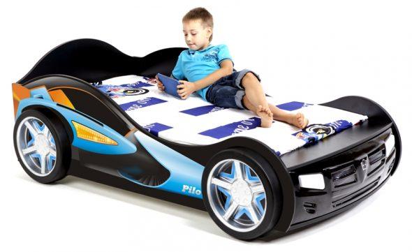 Стильная и удобная кровать-машина для подростка