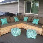 Уличный диван для гостей